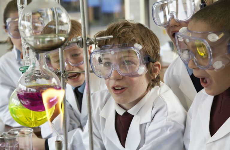 Fear of #STEM: Ways to Show #Kids That #Science is #Fun not Scary